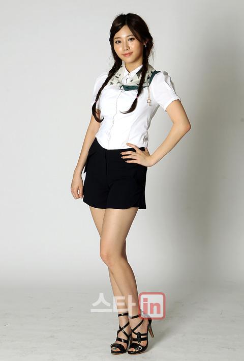 صور يورا عضوة girls day لـ edaily .!! Pp11090100155