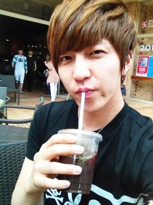 هل لدى Soohyun قائد فرقة U-KISS صديقة ؟ 20120605112220048